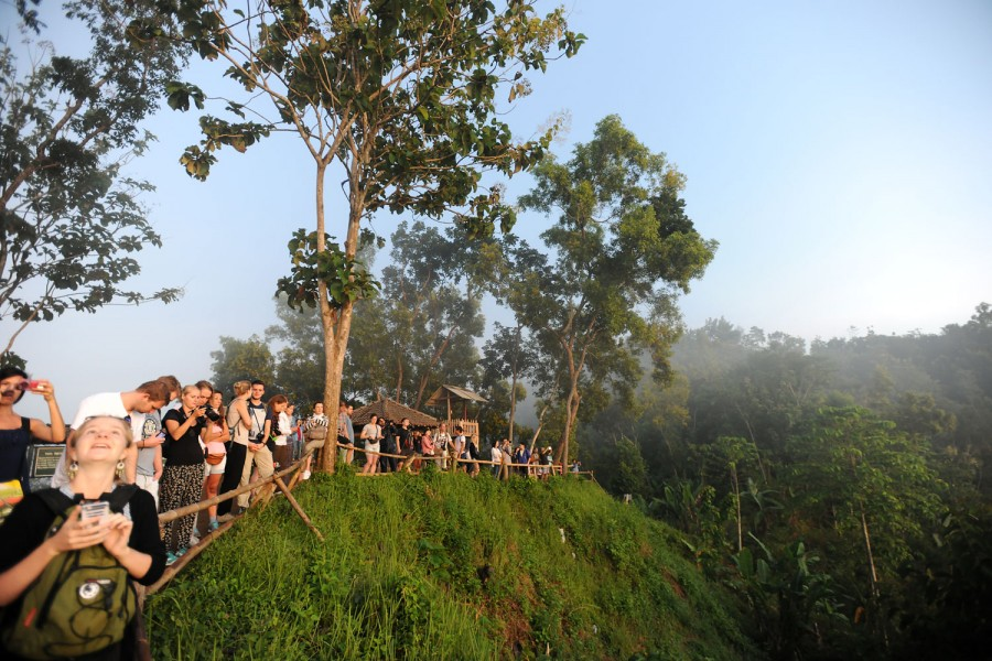 Tourists watch sunrise over Boroduor Temple